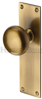 Heritage Brass 39 Balmoral 39 Low Profile Door Knobs On Backplate Antique Brass Bal8500 At Sold